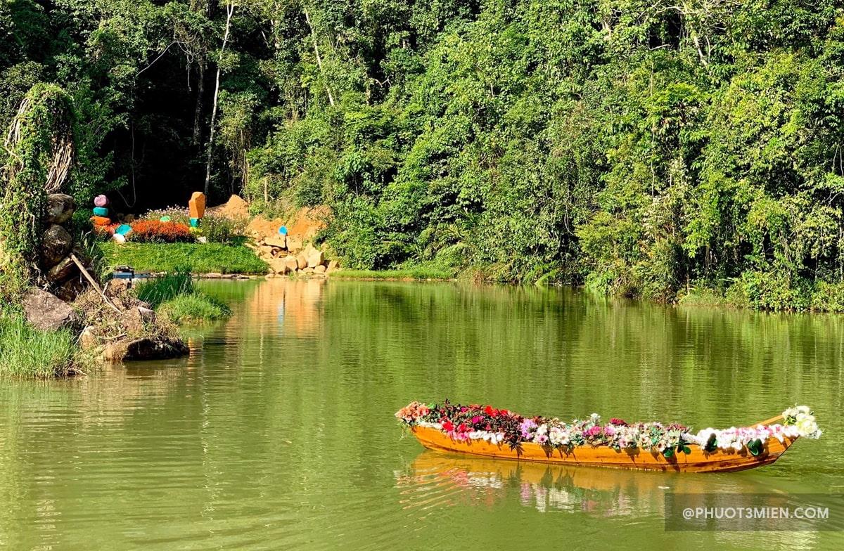 Chèo thuyền Hoa